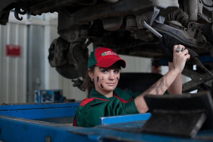 Auch frauen werden Mechaniker